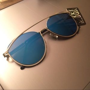 Accessories - NEW Trendy Mirrored Blue Lens Sunglasses